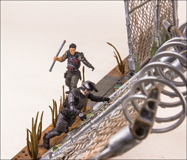 The Walking Dead Prison Gate and Fence Building Set